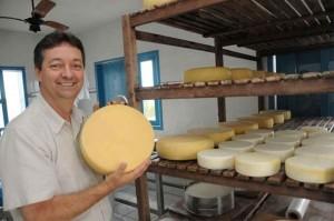 """Segundo João Leite, """"o reconhecimento do queijo meia-cura foi o que mais importante trouxe a nova a lei, uma vez que ele é o queijo mais procurado hoje no mercado"""". Foto: arquivo Sertãobras"""