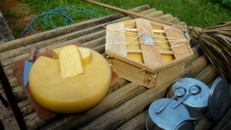 Canastra Real produced by João Leite matures for approximately a month before being commercialized and has holes like the Swiss Emmental