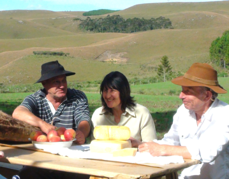 Antonio and Maria Lopes presenting Studd their precious Serrano cheese